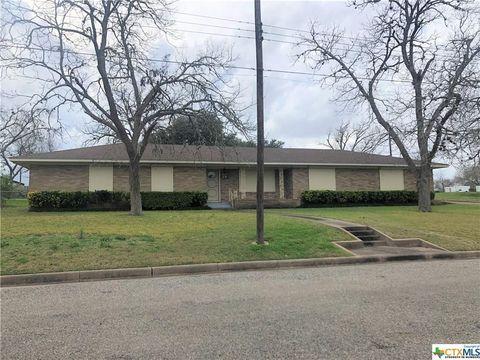 Photo of 218 N Avenue C, Shiner, TX 77984