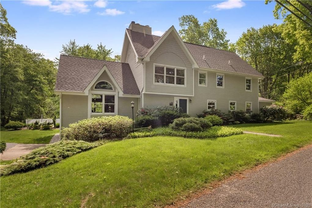 146 Colonial Rd Guilford, CT 06437