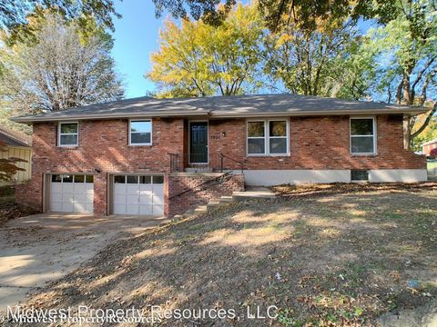 Photo of 1305 Sw Sunrise Dr, Blue Springs, MO 64015
