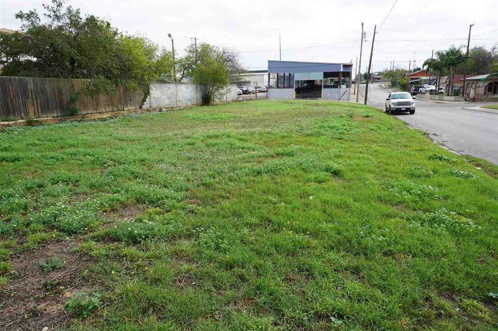1102 Okane St, Laredo, TX 78040