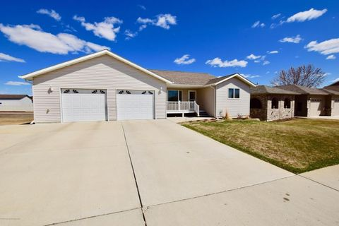 711 11th St E, Dickinson, ND 58601
