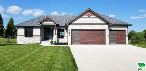 Photo of 760 Crooked Tree Ln, Dakota Dunes, SD 57049