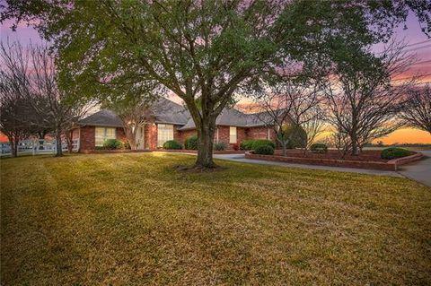 Photo of 8910 Hopsewee Ct, Granbury, TX 76049