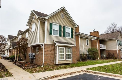 Photo of 3395 Lenox Village Dr Unit 247, Fairlawn, OH 44333