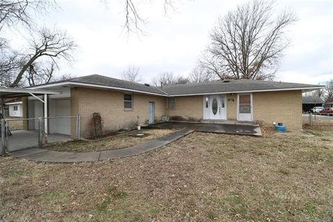 Photo of 822 N Ponca Ave, Dewey, OK 74029