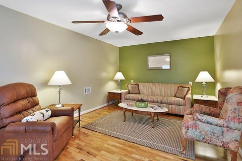 Photo of 135 Cannonogate House Cottage Rental Cir Unit Pool, Sharpsburg, GA 30277