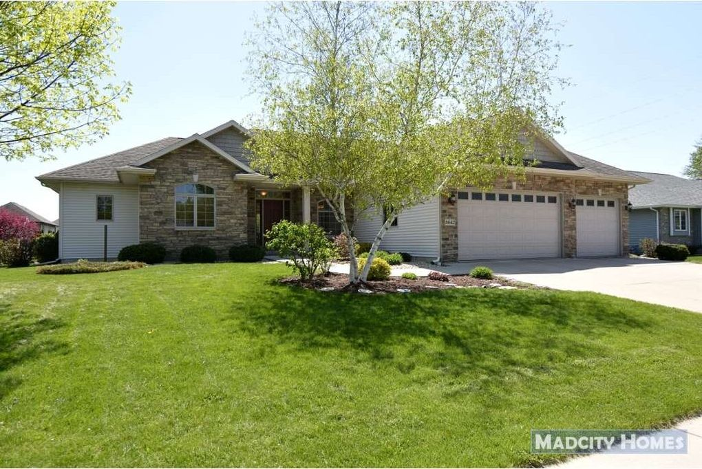 1642 Oak St, Sauk City, WI 53583