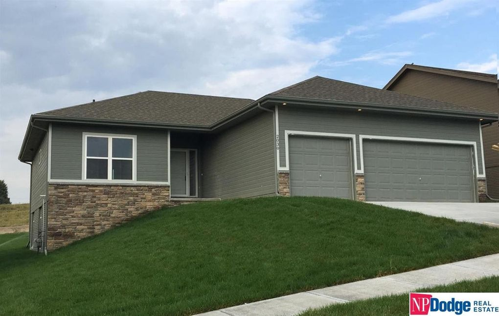 2030 Gindy Cir, Bellevue, NE 68147