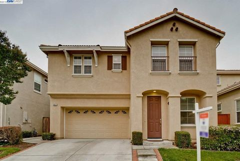 34512 Torrey Pine Ln, Union City, CA 94587