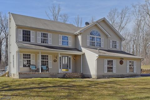 Photo of 10 Woods End Ct, Sparta, NJ 07871