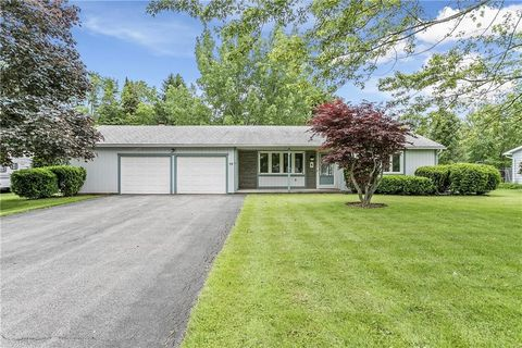 Photo of 39 Fairview Dr, Brockport, NY 14420