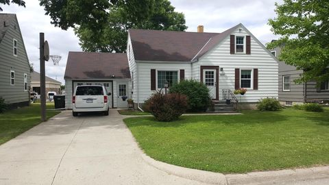 Photo of 1007 E 2nd St, Redwood Falls, MN 56283