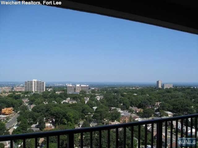 6 Horizon Rd Apt 2204 Fort Lee, NJ 07024