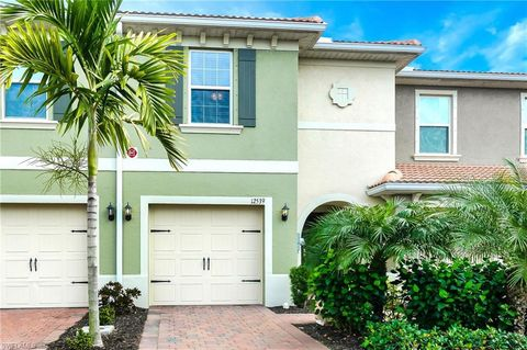 Photo of 12539 Laurel Cove Dr, Fort Myers, FL 33913