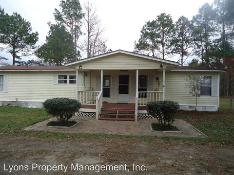 Photo of 470 Lakeview Dr, Ray City, GA 31645