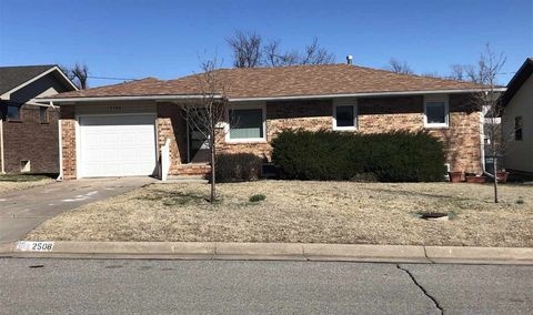 Photo of 2508 Reeves Ave, Dodge City, KS 67801