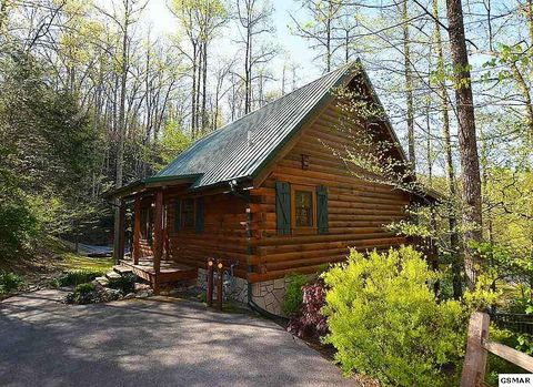 702 Poplar Falls Way, Gatlinburg, TN 37738