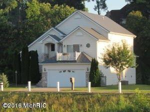 598 Swan River Dr, Benton Harbor, MI 49022