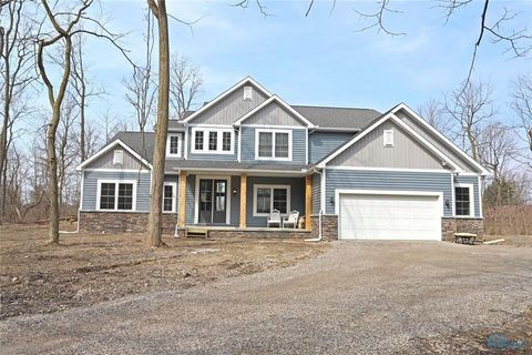 Photo of 812 Woodland Dr, Wauseon, OH 43567