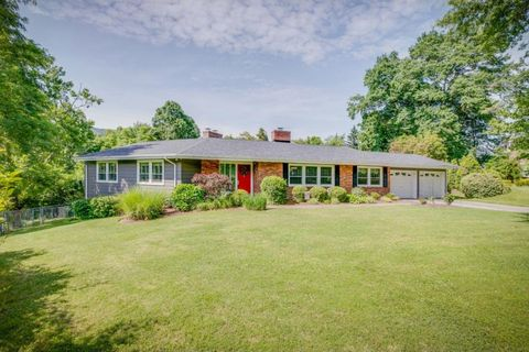 Photo of 521 Lakewood Rd, Kingsport, TN 37660