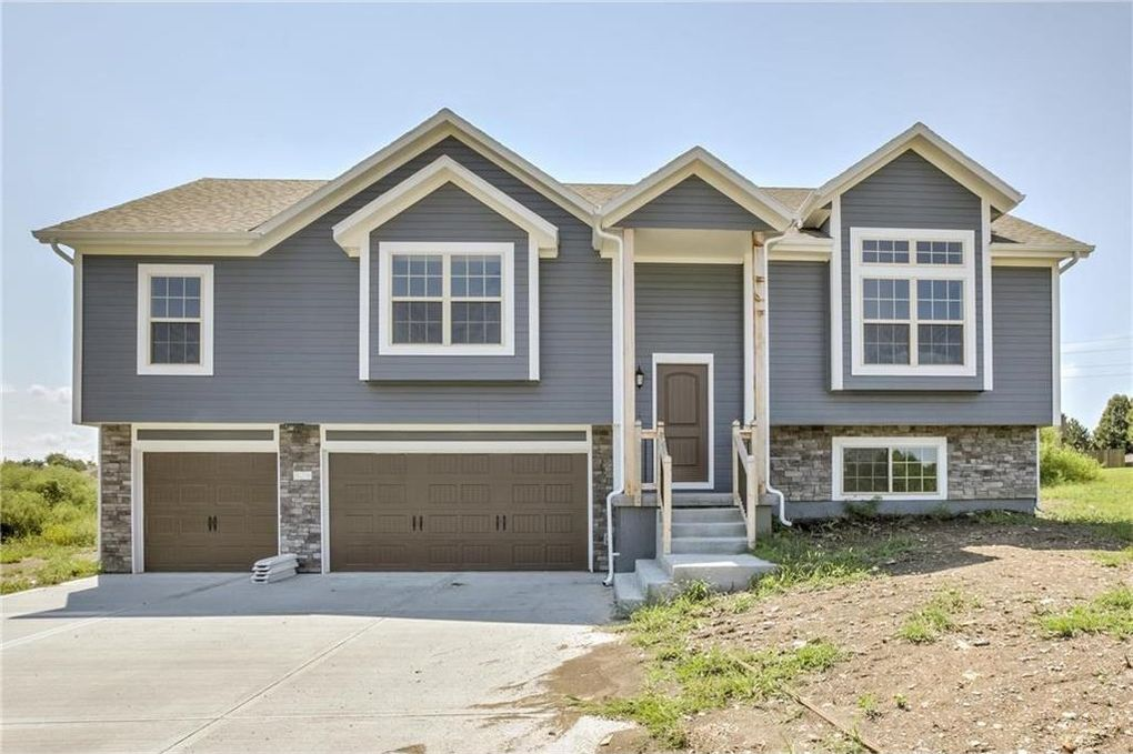828 Cedar Ridge Dr, Raymore, MO 64083