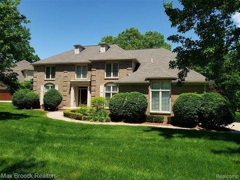 2386 Oak Ridge Dr, Troy, MI 48098 with Open Houses