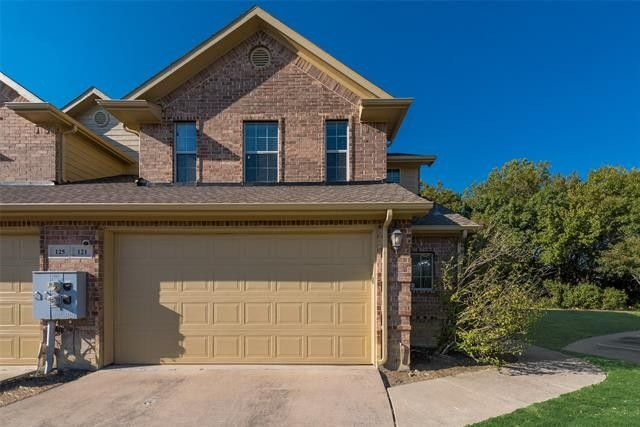 121 Barrington Ln Lewisville, TX 75067