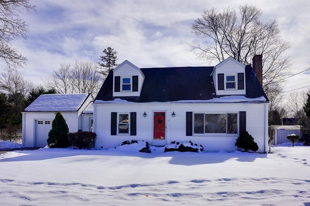 3 Remsen Ave Medfield, MA 02052