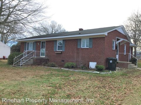 Photo of 412 Memorial Dr, Clover, SC 29710
