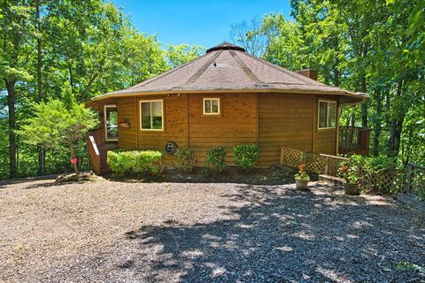 Photo of 717 Garden Branch Rd, Franklin, NC 28734