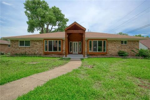 Photo of 5414 Oak Trl, Dallas, TX 75232