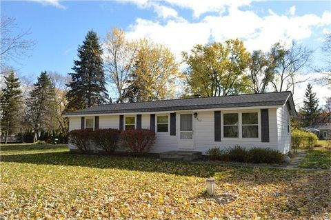 565 Fisher Rd, Highland Township, MI 48357