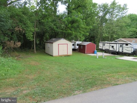 92-24/25 Neverglades Ave, Falling Waters, WV 25419