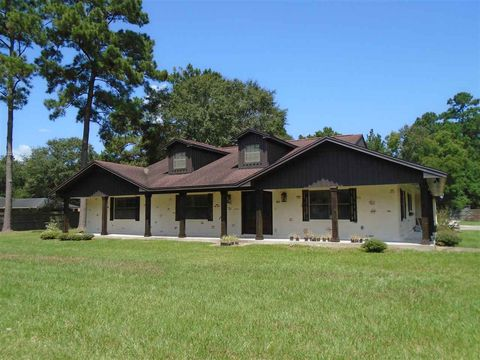 Photo of 13620 Rolling Hills Dr, Beaumont, TX 77713