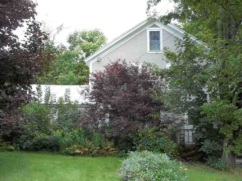 Photo of 28 North St, Middletown Springs, VT 05757