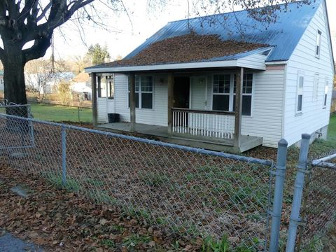 110 Veterans Ave, Oak Hill, WV 25901