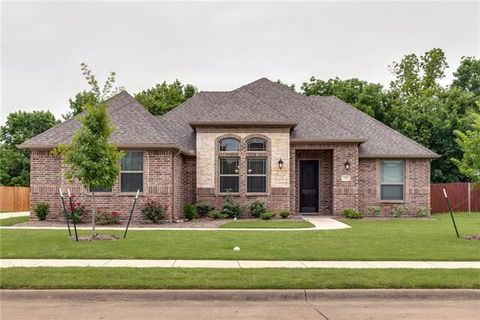 Photo of 220 Moses Dr, Glenn Heights, TX 75154
