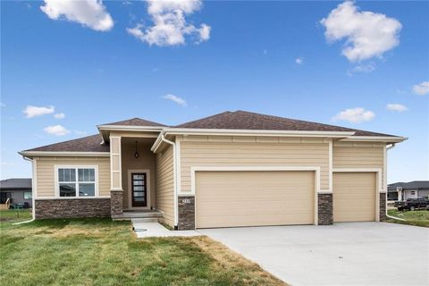 Photo of 210 31st St Se, Altoona, IA 50009