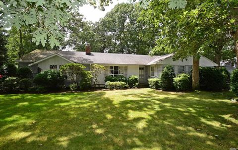 20 Redwood Dr, Great River, NY 11739
