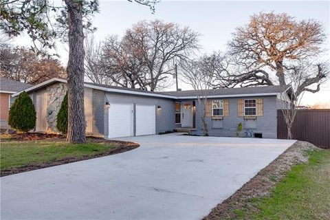 Photo of 181 Pine Dr, Lewisville, TX 75057