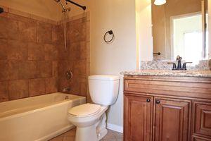 8480 Island Pines Pl Apt 5, Deerfield Township, OH 45039 - Bathroom