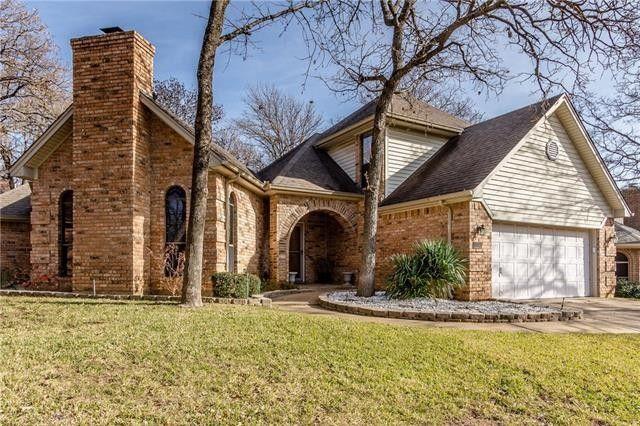 1032 W Winding Creek Dr, Grapevine, TX 76051