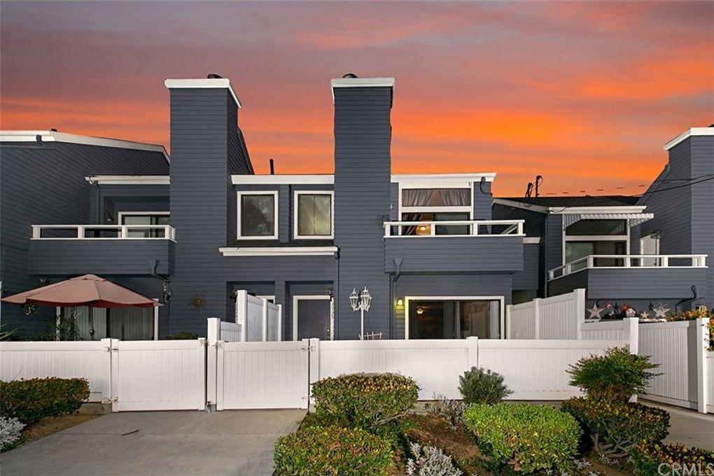 3325 N Crest Dr Long Beach, CA 90807