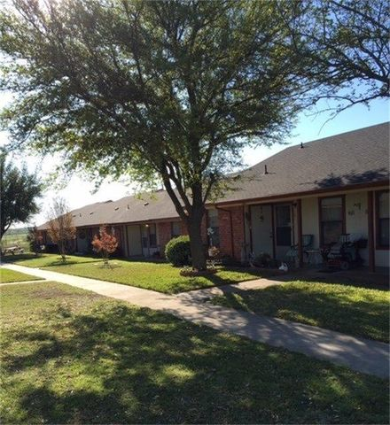 Photo of 1031 Old Bynum Rd Apt 15, Hillsboro, TX 76645