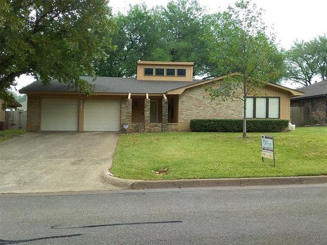 2503 Avonhill Dr Arlington, TX 76015