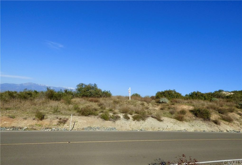 22990 Sky Mesa Rd Juniper Flats, CA 92548