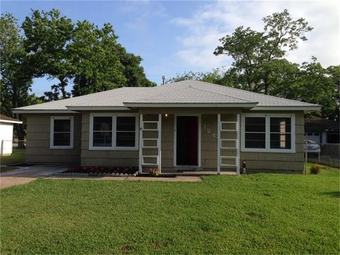 1241 Chevy Chase Dr, Angleton, TX 77515
