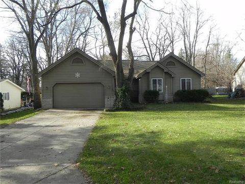 1540 Peterson St, West Bloomfield Township, MI 48324