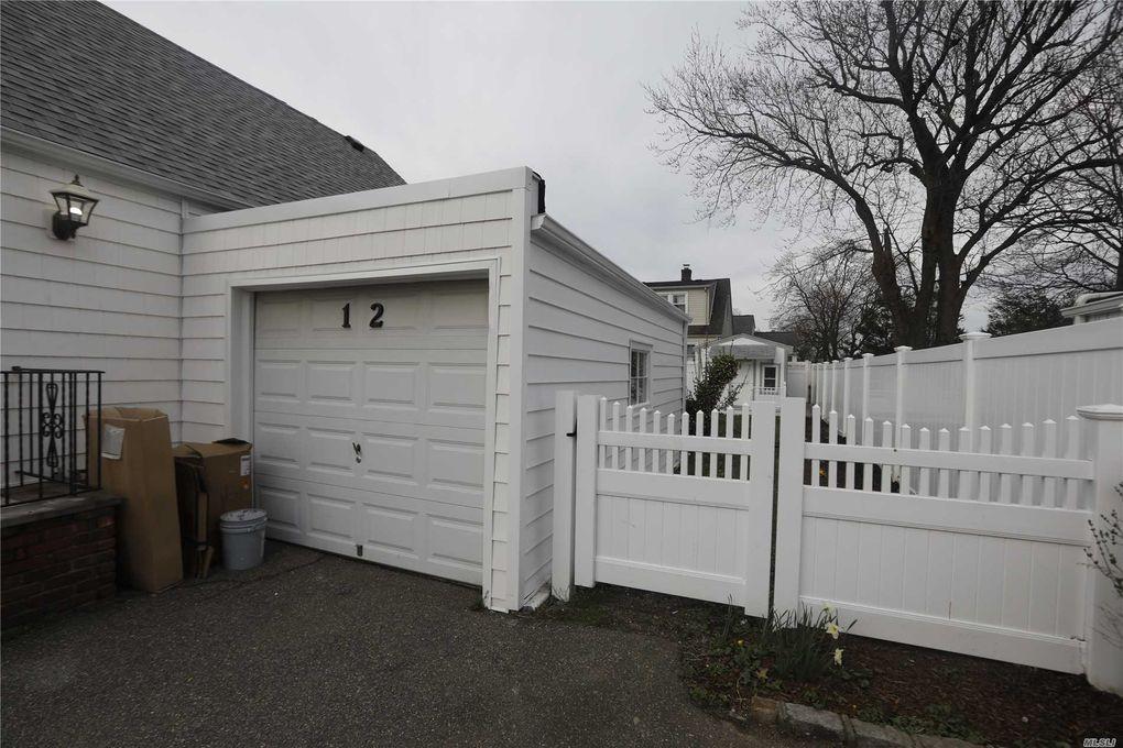 12 Schiller St, Hicksville, NY 11801