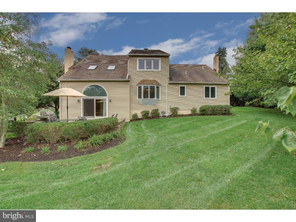 2 Buttercup Ln, Newtown, PA 18940